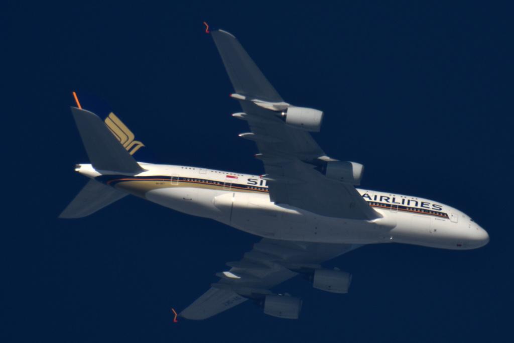 Oradea - aeronave in zbor - Pagina 38 9v-sky10
