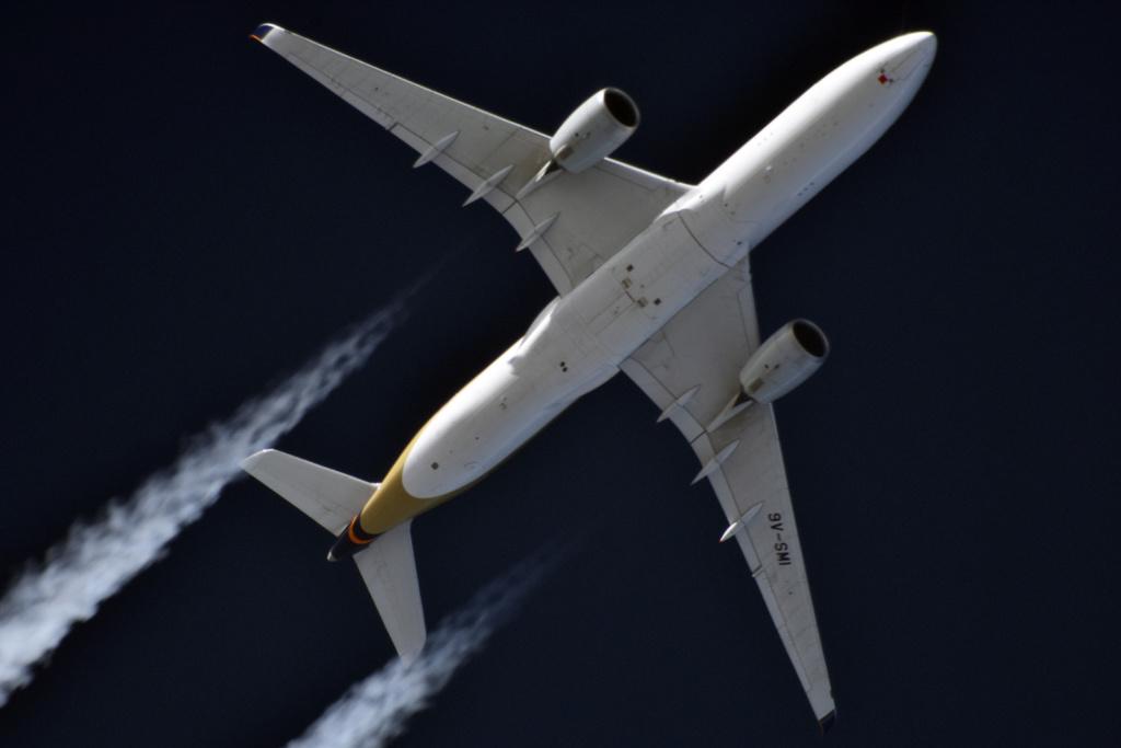 Oradea - aeronave in zbor - Pagina 38 9v-smi11
