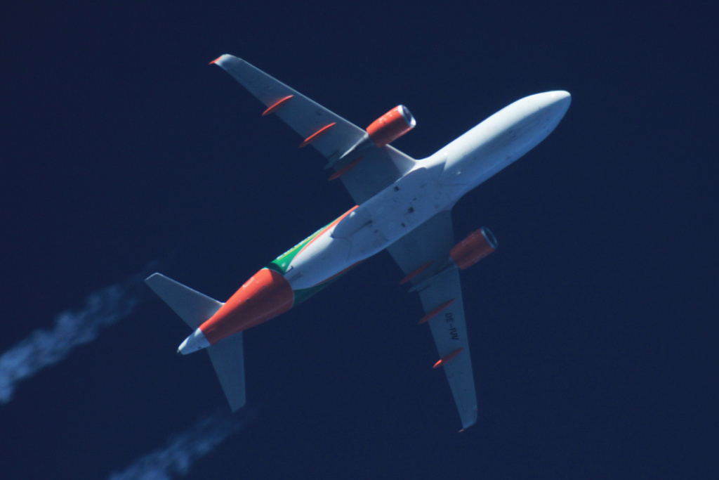 Oradea - aeronave in zbor - Pagina 38 Oe-ivv11