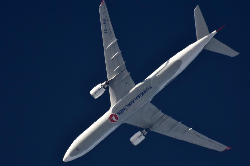 Oradea - aeronave in zbor - Pagina 38 Tc-lnd10