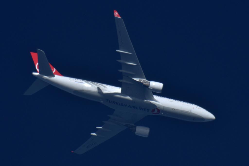 Oradea - aeronave in zbor - Pagina 38 Tc-loh10
