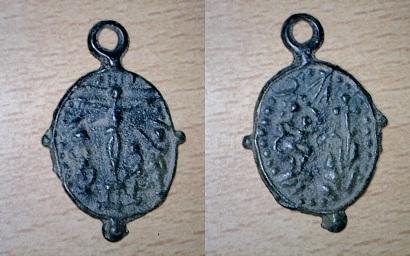 Très jolie médaille scène de crucifixion (XVIIème) Medail13