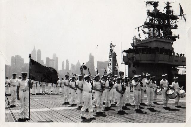 [La musique dans la Marine] Bagad de Lann-Bihoué - Page 5 45_bag10
