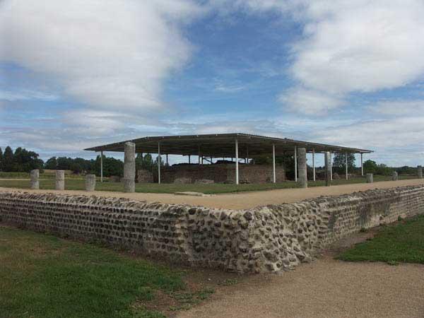 Le Site Archéologique et les Monuments de Jublains Temple10