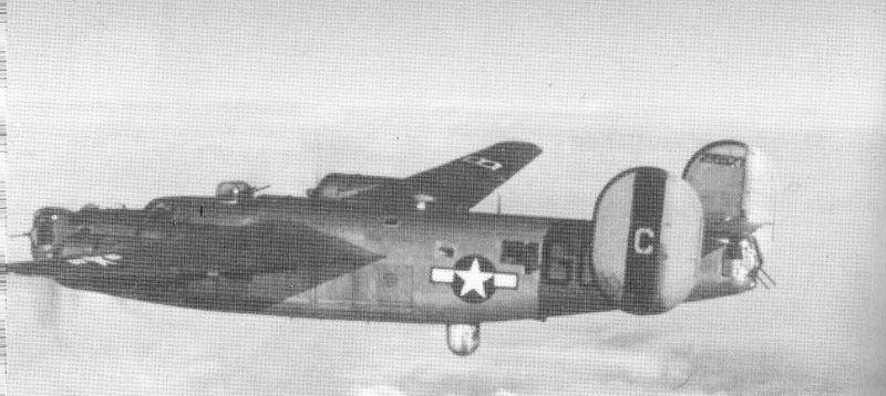 "Le Consolidated B-24 ""Liberator"" B-24_n10"