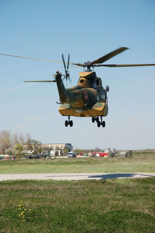 Elicoptere civile, militare, utilitare - 2008 - Pagina 2 02110