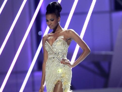 Leila Lopes  est la plus belle de toutes  24118810