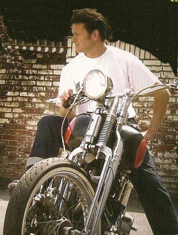 Ils ont posé avec une Harley - Page 38 0012l10