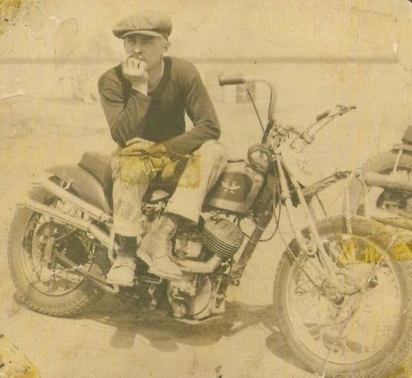 Ils ont posé avec une Harley, principalement les People 1961-v10