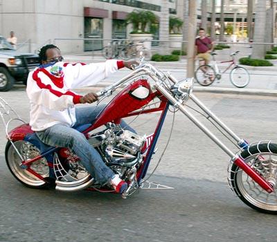 - Ils ont posé avec une Harley - Page 19 8fdd3810