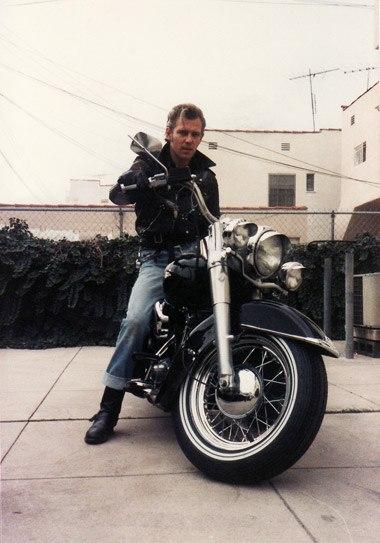 Ils ont posé avec une Harley, principalement les People - Page 5 Item5_10