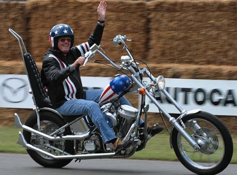 Ils ont posé avec une Harley, principalement les People - Page 2 Peterf10