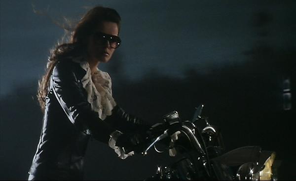 Ils ont posé avec une Harley, principalement les People - Page 3 Photo-10