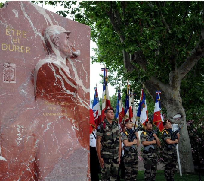 Stèle en hommage au Général Bigeard à Carcassonne 20120610