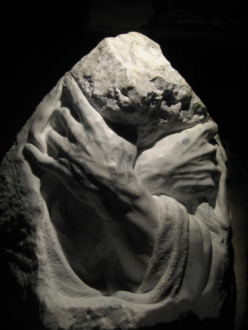 Mains en marbre de carrare Abc11