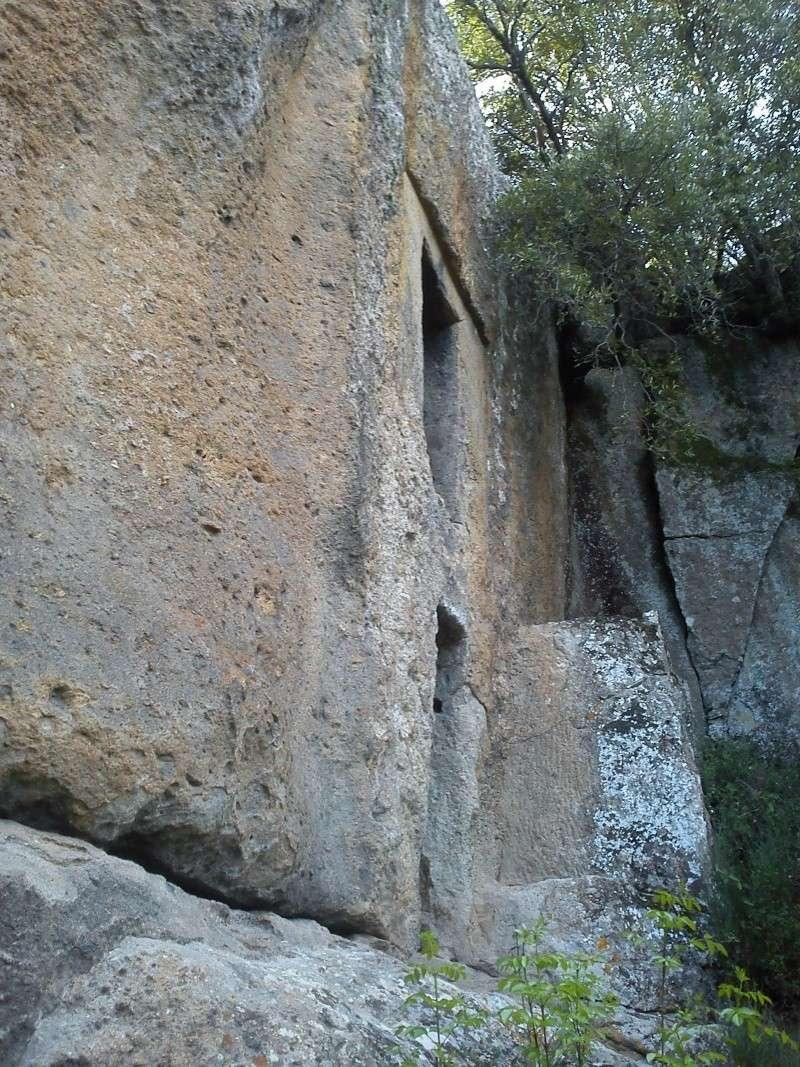 Bomarzo Pyramide Dsc00715