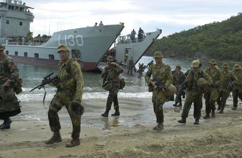 """Les dossiers photos de l'été, 1er juillet : """" the royal australian navy"""" Austra10"""