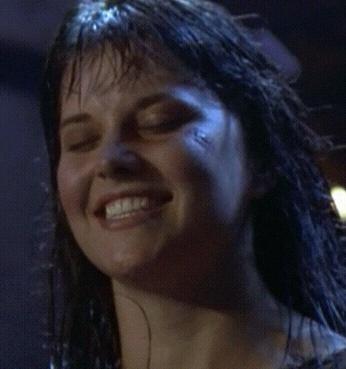 Etes-vous fan du sourire de Lucy ? Xena_l10