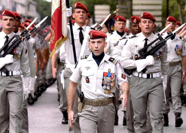 Passation de commandement à la tête du 3e RPIMa 38008810