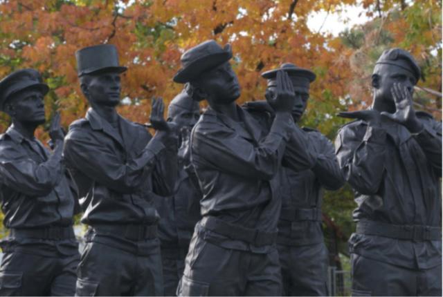 Un monument aux morts pour ceux des Opex morts au Champ d' Honneur à Paris 74892910
