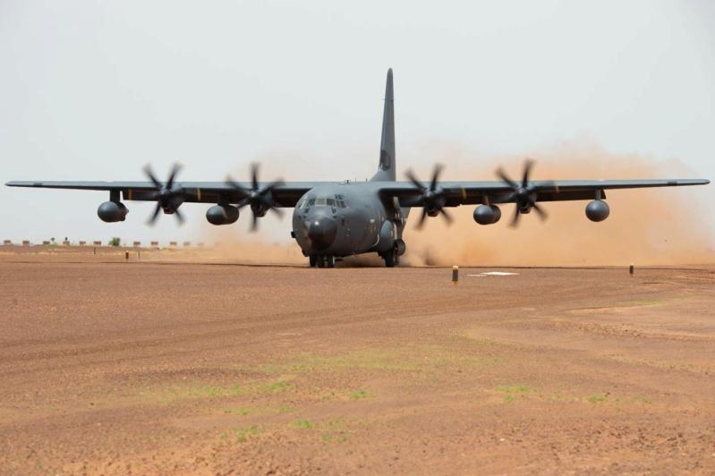 BARKHANE : Arrivée du C-130J sur la BAP de Niamey en remplacement du Transall C160 Barkha10