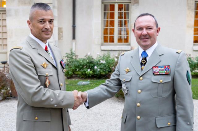 Le général Thierry Burkhard succède au général Bosser à la tête de l'Armée de Terre Change10