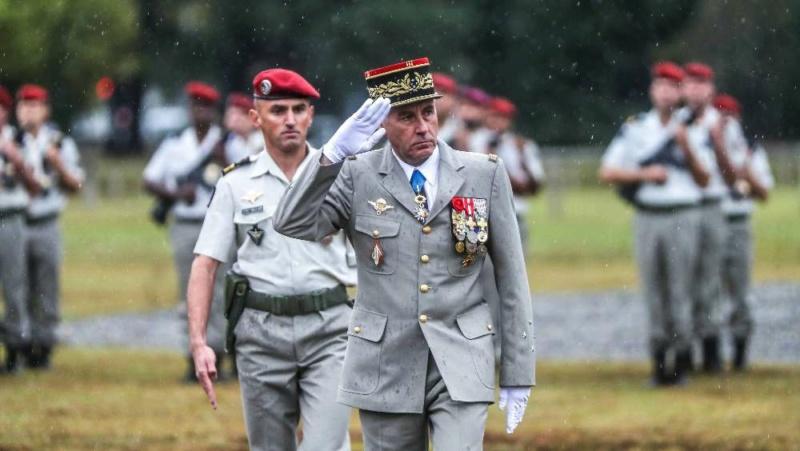 Pau : quatre militaires décorés pour la fête du saint patron des paras Les-qu11