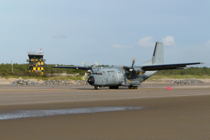 Spectacular beach landing RAF Airbus A400M Atlas Pembre10