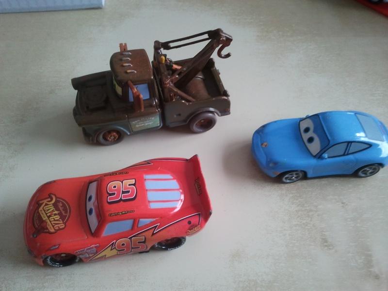 """Voiture """"tout métal"""" sans logo Mattel 2012-010"""