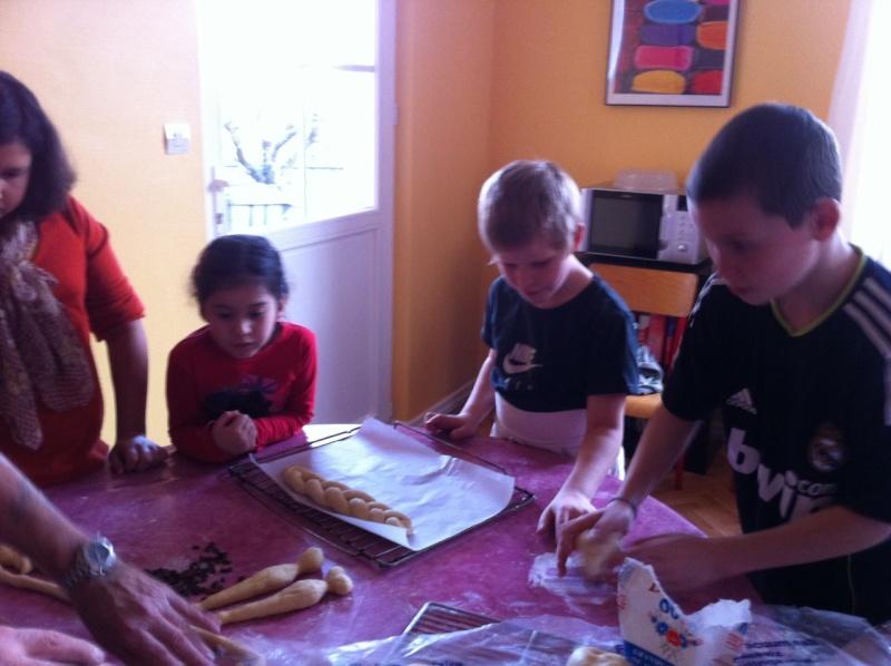 """"""" Atelier  brioche""""  à la maison C du Freihof à Wangen mercredi 30 novembre 2011 Iphone17"""