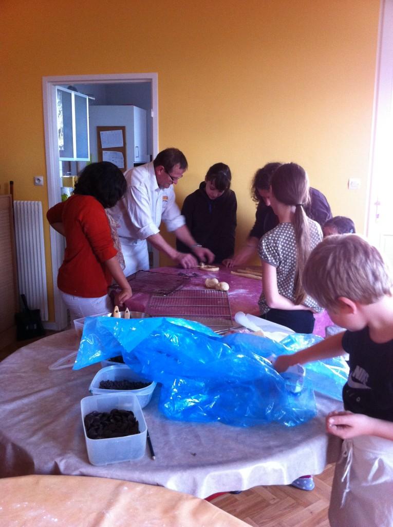 """"""" Atelier  brioche""""  à la maison C du Freihof à Wangen mercredi 30 novembre 2011 Iphone30"""