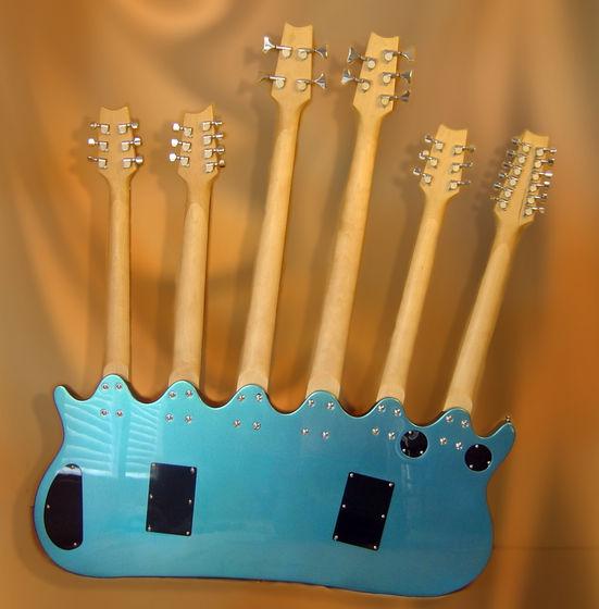 Vc jah teve vontade de matar um luthier? 6necks12