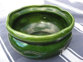 can anyone identify this bowl? Green_10
