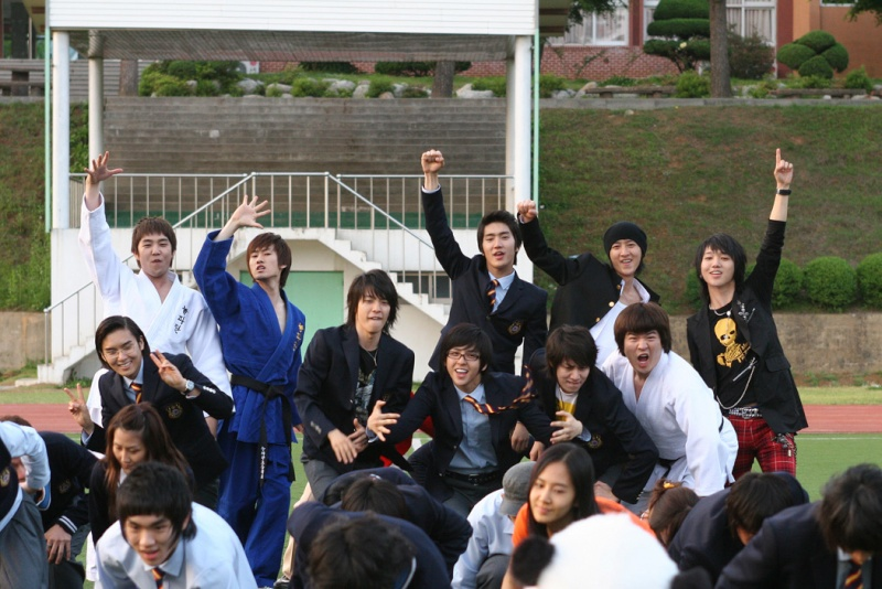 THe Attack on the Pin - up Boys [phim này Super Junior đóg nè] F7635110
