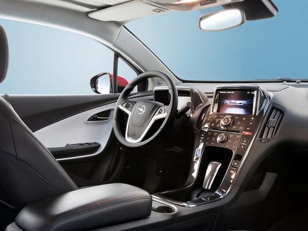 Назван «Автомобиль года-2012» 0212