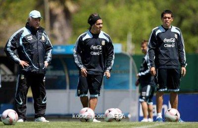 ريكيلمي يحمل لاعبي الأرجنتين مسئولية استقالة باسيلي Epa_so10