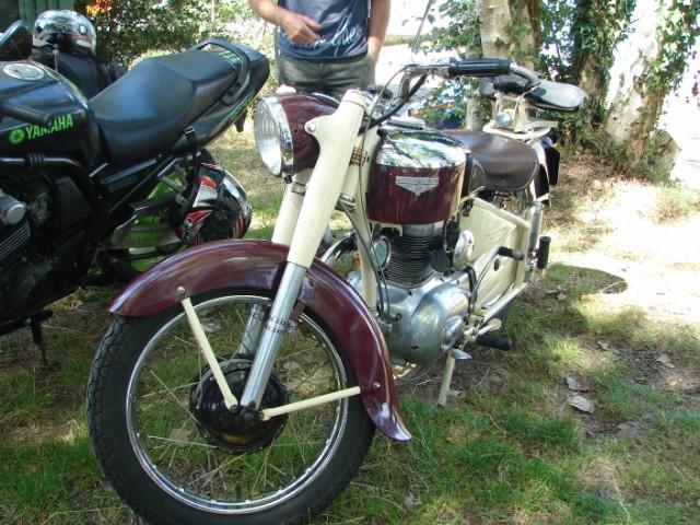 motos anciennes & nouvelles  Dsc05426