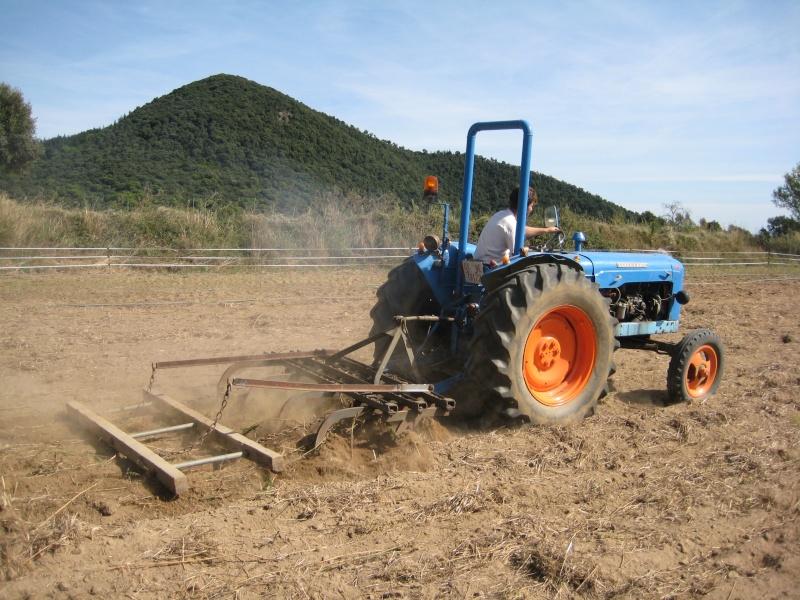 Presto mi Súper Ebro (2ª versión) a un amigo agricultor ecológico. Img_8711