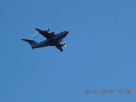 Les essais de l'avion de transport Militaire 400 de chez Airbus  Avion_12