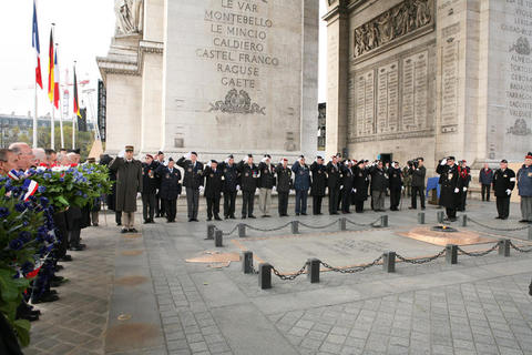 Commémoration en FRANCE de l'armistice du 11 novembre 1918(Source Ministère des Armées) Ceremo10