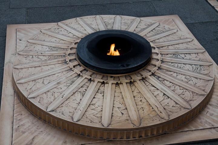 Commémoration en FRANCE de l'armistice du 11 novembre 1918(Source Ministère des Armées) Flamme10