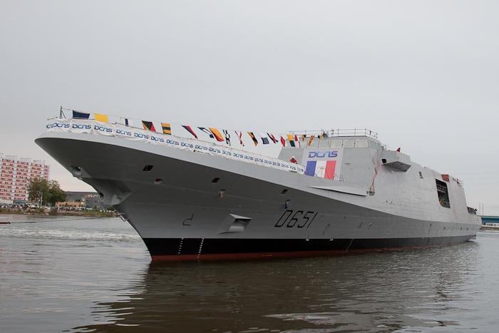 Mise à flot de la FREMM Normandie à Lorient.(Source Ministère de la Défense Nationale) Fremm-10