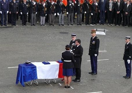 Hommage de la Nation au major Daniel Brière.(Source Ministère de l'Intérieur) Majbri11