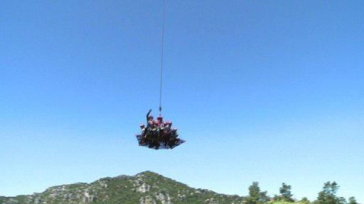 Une nacelle héliportée, nouvelle arme de la Sécurité civile pour sauver des vies(Source AFP) Sacuri11