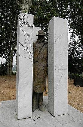 Histoire et Biographie de Jean MOULIN,source WIKIPEDIA. Statue10
