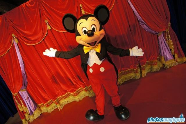 MEET MICKEY MOUSE - Fantasyland Dsc00612