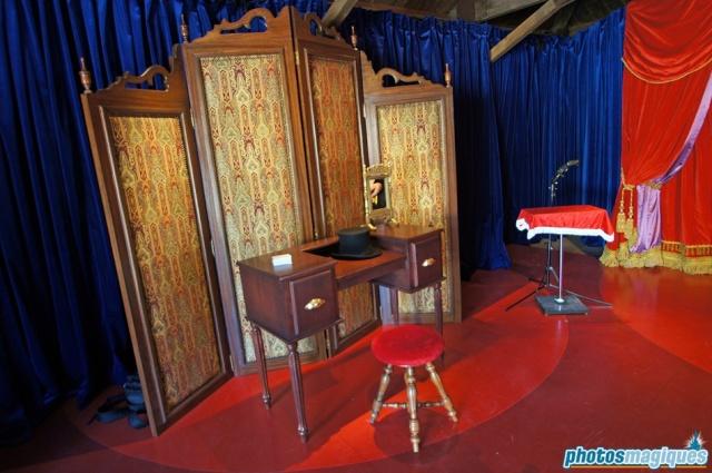 MEET MICKEY MOUSE - Fantasyland Dsc00613