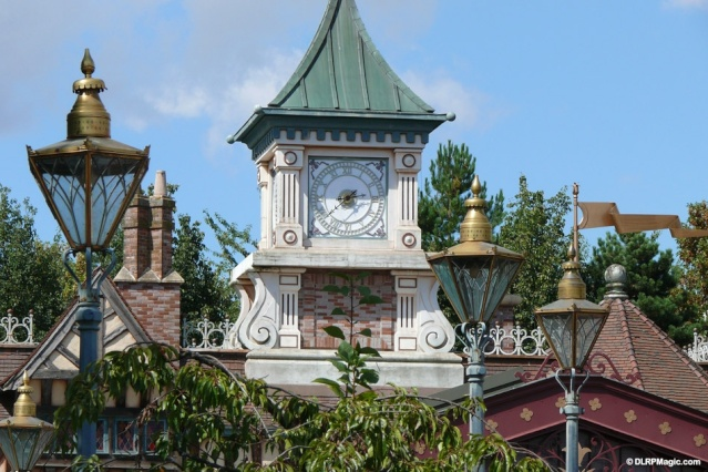 MEET MICKEY MOUSE - Fantasyland Fantas10
