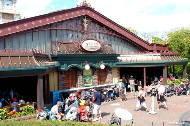 MEET MICKEY MOUSE - Fantasyland Fantas11