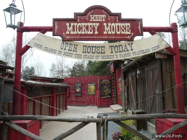 MEET MICKEY MOUSE - Fantasyland Mickey10